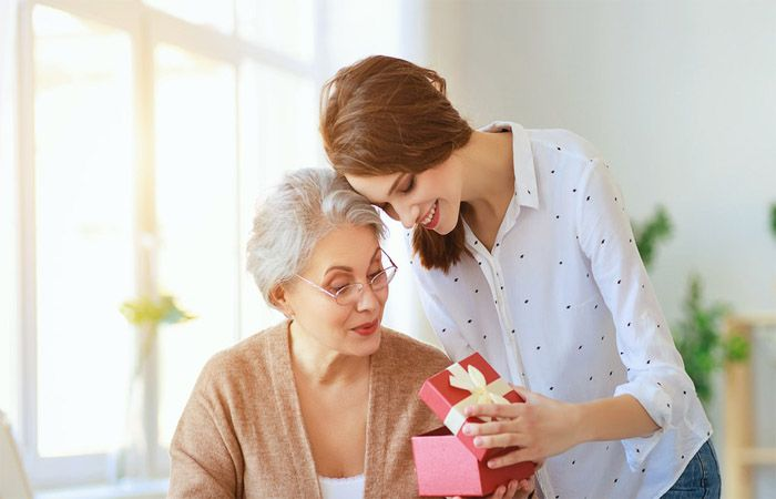 How to Express Your Gratitude for Your Mom on This Mother's Day?