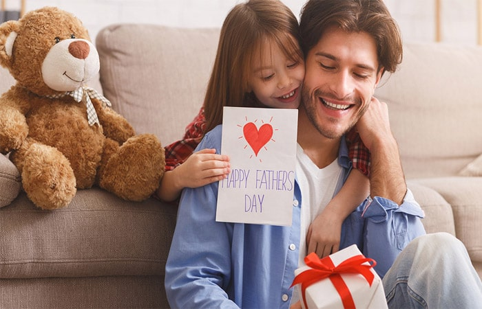 Enchanting Father's Day Gifts which you can gift to your handsome dad in Kerala